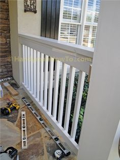 Build a Porch Rail: Pickets Fastened to the Rail Porch Railing Designs, Front Porch Railings, Deck Railings, Screened In Porch, Porch Swing, Porch Balusters, Wood Railing, Front Porches, Porch Kits