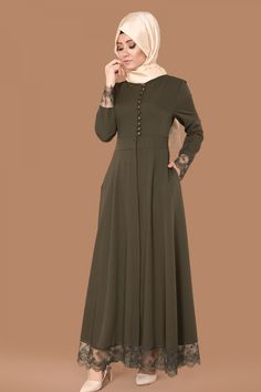Sırtı Fiyonklu Güpürlü Ferace Haki Ürün kodu: AH2132 --> 154.90 TL Abaya Fashion, Muslim Fashion, Skirt Fashion, Modest Dresses, Simple Dresses, Hijab Style Dress, Sleeves Designs For Dresses, Modele Hijab, Hijab Fashionista