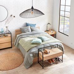 Un banc à chaussures industriel, BUT Armoire Ikea, Furniture, Home Decor, Marie Claire, Banquette, Recherche Google, Ranger, Magazines, Products