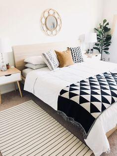 Love this simple bedroom decor. Bedroom Inspiration - Boho Bedroom - Modern Bedroom - Black and White Bedroom - Master Bedroom Decor Small Master Bedroom, Master Bedroom Design, Home Bedroom, Bedroom Ideas, Master Bedrooms, Bedroom Inspo, Bedroom Designs, Bedroom Inspiration, Home Interior