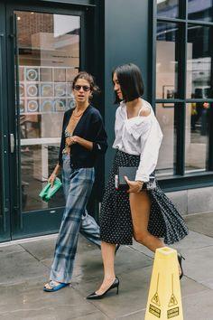 New York Street Fashion New York Fashion Week Street Style, Ny Fashion Week, Fashion 2017, Fashion Outfits, Fashion Trends, Street Fashion, Fashion Weeks, Street Chic, Leandra Medine