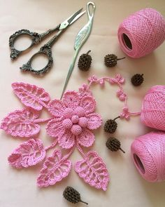 53 crochet flower patterns and what to do with them easy 2019 page 2 of 58 – Artofit 4 Beautiful Leaves to Crochet - SalvabraniI think that a model that is contrary to ordinary knitting flower motifs will do a lot of work. I think that this crochet can Crochet Puff Flower, Crochet Flower Tutorial, Crochet Diy, Crochet Leaves, Freeform Crochet, Thread Crochet, Crochet Motif, Crochet Flowers, Crochet Bouquet