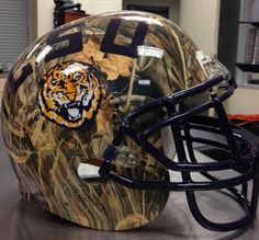 LSU Tigers reveal Duck Dynasty helmet
