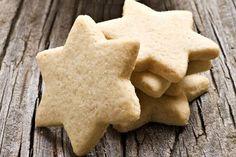 Einen sehr leckeren Geschmack erhalten diese veganen Kekse durch die Haselnüsse. Ein weiteres Rezept, um den Plätzchenteller zur Weihnachtszeit zu füllen.