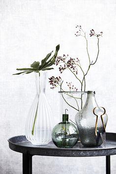 Deze House Doctor vazen zijn zo leuk! Gemaakt van glas, hierdoor zorgen de vaasjes voor een open design in uw wooninterieur.