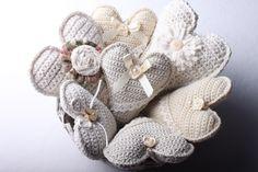 Návod na háčkované vintage srdce 67 Hanging Hearts, Burlap Wreath, Felt, Christmas Ornaments, Knitting, Wreaths, Handmade, Vintage, Instagram