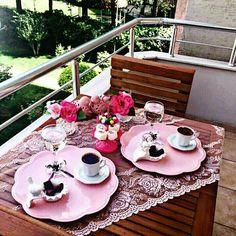 Günü yarıladık ☺ Aynı mekanlarda olmasak da Kahvenin birleştirici etkisi hepimizi sarsın Bir olalım dostlarım Bi'kahve ☕