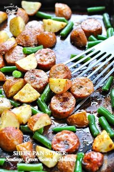 An entire healthy dinner recipe that cooks on one tray: Sheet Pan Italian Sausage with Potatoes and Green Beans! Easy Dinner Ideas dinner sheet pan Sheet Pan Italian Sausage with Potatoes Easy Sausage Recipes, Italian Sausage Recipes, Recipes With Sausage Dinner, Cheap Clean Eating, Clean Eating Snacks, Paleo Dinner, Healthy Dinner Recipes, Healthy Dinner For One, Sausage Potatoes Green Beans