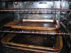 A konyhatakarítás egyik legutálatosabb fázisa a sütőtakarítás. Ennél talán csak a hűtő leolvasztása a rosszabb, de azt legalább nem kell olyan gyakran végeznünk. Griddle Pan, Oven, Kitchen Appliances, Cleaning, Health, Projects, Tips, Diy Kitchen Appliances, Log Projects