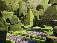 Сад английского поместья Левенс холл (Levens Hall) в северном графстве Камбрия (Cumbria)