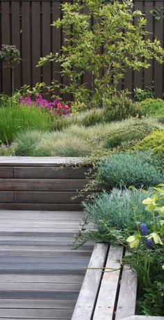 vyvýšené záhony na střešní zahradě / raised beds on the roof garden Roofing Materials, Land Scape, Home Goods, Home Improvement, Roof Gardens, Backyard, Terraces, Canning, Bliss