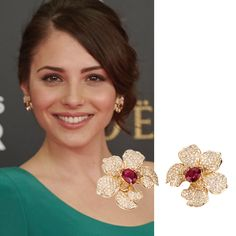 Actress Andrea Duro in Orquideas earrings in yellow gold with rubies and diamonds by Carrera y Carrera. #andreaduro #carreraycarrera #goyaawards #orquideas #jewelry #jeweloftheday #instajewel #celebrities #actress #earrings #rubies #gems #gemstones #shine #style #luxury #redcarpet #movieawards #cinema