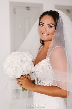 Behold the absolute summer destination wedding at the most breathtaking spot of Santorini: Le Ciel terrace! Chelsea and George, a young and beautiful. Santorini Wedding, Greece Wedding, Young And Beautiful, Beautiful Bride, Bridal Make Up, Bridal Hair, Summer Wedding, Wedding Day, Wedding Planner