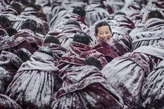 Il sorriso di un giovane monaco del monastero Labrang Lamasery