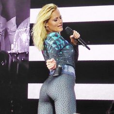 Helene Fischer - Sascha Schliephake - This Booties Outfit, Celebrity Style Casual, Celebrity Look, Sexy Older Women, Sexy Women, Hot Girls, Female Singers, Sport Girl, Hottest Models