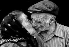 Lovely moments between elderly couples Elderly Couples, Old Couples, Couples In Love, Mature Couples, Grow Old With Me, Growing Old Together, Old Faces, Love Never Dies, Everlasting Love