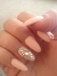 Accent nail with peach