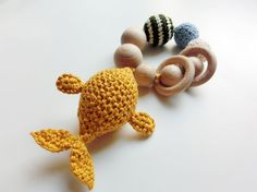 Crocheted baby teather and rattle fish I made for Tonie - mustard. Inspired by One Dog Woof ❤️ Baby Teethers, Plushies, Crochet Baby, Mustard, Baby Kids, Crochet Necklace, Arts And Crafts, Diy Projects, Fish