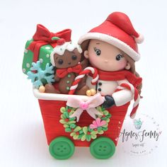 Christmas Collaboration - cake by Agnes Fenny Noel Christmas, Christmas Toys, Christmas Goodies, Christmas Ornaments, Polymer Clay Figures, Fondant Figures, Polymer Clay Projects, Christmas Cake Topper, Christmas Cake Decorations