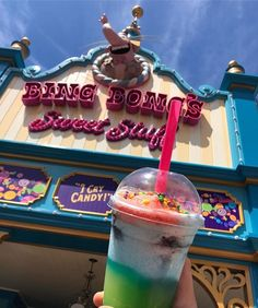 Disney Drinks, Disney Desserts, Disney Snacks, Disney Recipes, Comida Disney World, Disney World Food, Disneyland Pins, Disneyland California, Disney Aesthetic