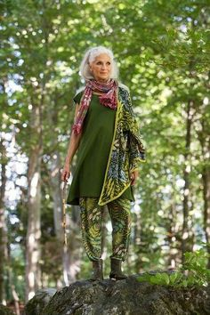 42 Unusual Boho Outfit Ideas For Women Will Love Mature Fashion, Fashion Over 50, Look Fashion, Womens Fashion, Fashion Black, Fashion Ideas, Fashion Trends, Moda Hippie, Beautiful Old Woman
