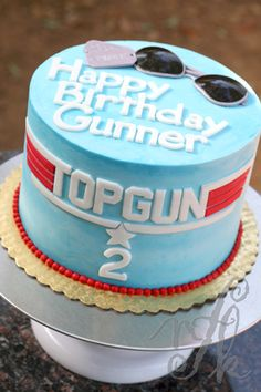This could be a cute smash cake with darker blue? Real Glasses or a toy jet or just a 1 candle First Birthday Cakes, 1st Boy Birthday, Boy Birthday Parties, Birthday Ideas, Top Gun Party, Gun Cakes, Movie Cakes, Airplane Party, Thing 1