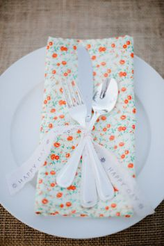 just another example of a printed napkin. not this one for my wedding ut it does perk up a plan white plate.