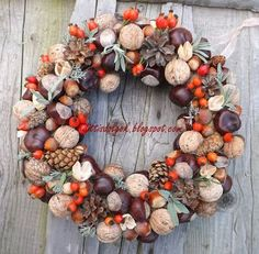 Autumn wreath, picture only Christmas Time, Christmas Wreaths, Christmas Decorations, Holiday Decor, Pine Cone Crafts, Autumn Wreaths, Door Wreaths, Handmade Christmas, Fall Decor