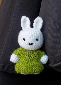 The Flying Dutchman - crochet patterns and more: Miffy Amigurumi Crochet Pattern! Crochet Gratis, Crochet Bunny, Crochet Animals, Crochet Motif, Crochet Designs, Crochet Flowers, Crochet Toys, Free Crochet, Knit Crochet
