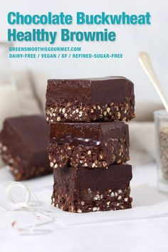 A fail-proof gluten-free recipe high in protein and fiber thanks to buckwheat and walnuts and topped with fudgy magnesium-rich chocolate! No-bake gluten-free dairy-free and vegan. Healthy Vegan Desserts, Healthy Brownies, Gluten Free Brownies, Vegan Treats, Vegan Foods, Raw Desserts, Vegan Snacks, Paleo, Cacao Recipes