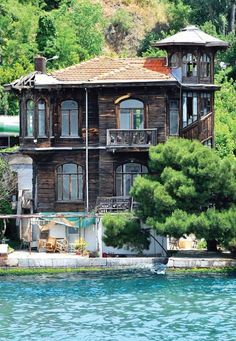 An old mansion on Bosphorus-Istanbul-Turkey – 81 İl Türkiye Places To Travel, Places To See, Places Around The World, Around The Worlds, Turkish Architecture, Visit Turkey, Old Mansions, Holiday Places, Modern Mansion