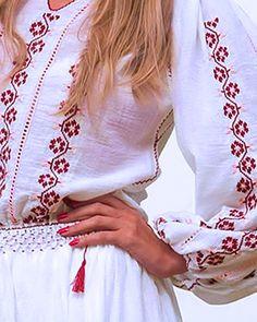 Lasa-te cucerita de frumusetea delicata a Florilor de Cires, cusute cu maiestrie pe aceasta rochie traditionala, brodata manual. Diafana si feminina, rochia este confectionata din panza fina de bumbac alb si este decorata cu motive florale, cusute manual cu bumbac in nuante dulci, de visinu prafuit si roz. Broderia eleganta este pusa in valoare de sirurile de dantela sub forma de gaurele ornamentale, numite sabace. Aceasta rochie traditionala cu maneca lunga este decorata pe piept, maneci… Crochet Cardigan, Kurti, Cover Up, Bohemian, Embroidery, My Style, Shirts, Tops, Dresses