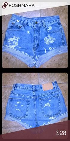 VINTAGE HIGH WAIST INTAGININJEAN SHORTS ...SIZE 26 VINTAGE HIGH WAIST DESTROYED ED JEAN SHORTS..TAG SAYS 30, MEASURES 13 INCHES ACROSS MAKING IT 26 INCHES.. SIZE IS 26 INCES Tommy Hilfiger Shorts Jean Shorts