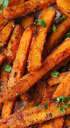 Sweet and Spicy Sweet Potato Fries Spicy Sweet Potato Fries, Airfryer Sweet Potato Fries, Sweet Potato Wedges, Sweet And Spicy, Savory Sweet Potato Recipes, Sweet Potato Chips, Frites, Yam Recipes, Vegetarian Recipes
