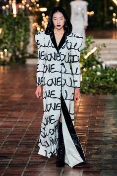 Rodarte Fall 2020 Ready-to-Wear Fashion Show - Vogue Vogue Paris, Backstage, Black White Fashion, Dark Fashion, High Fashion, Women's Fashion, Fashion Trends, Fashion Show Collection, Models