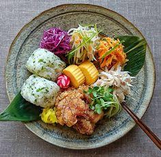写真の説明はありません。 Lunch Recipes, Healthy Recipes, Plate Lunch, Asian Cooking, Aesthetic Food, Food Menu, Lunches And Dinners, Food Presentation, Food Design