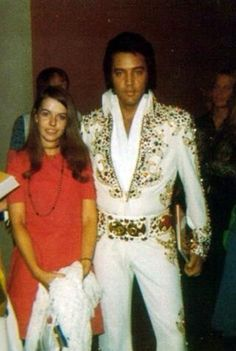 August 30, 1973 - Elvis with British Fans - Las Vegas Hilton Hotel