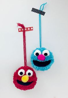Simple, quick and cute pom pom Muppets! Perfect for story starters, birthday parties, back to school pencil toppers, backpack charms or juggling with! Fun Crafts For Kids, Crafts To Sell, Diy For Kids, Diy And Crafts, Arts And Crafts, Pom Pom Crafts, Yarn Crafts, Les Muppets, Pom Pom Animals