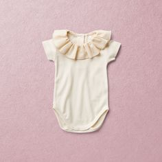 Lovely baby onesie with short sleeves in 100% ORGANIC COTTON jersey with ruffle cotton collar for little boys and girls to complete a nostalgic look. The color is ecru - the natural color of cotton. This material is super natural unbleached and the best choice for baby skin. Full back opening for size 56cm and 62cm. Cotton Plant, Organic Cotton Yarn, Cotton Fabric, Little Boy And Girl, Little Boys, Boy Or Girl, Onesies, Baby Onesie, Natural Clothing