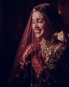 We are presenting for you various types of wedding veil styles (Ghunghat Styles) that you can don the day of your wedding. Indian Wedding Photography, Wedding Photography Poses, Wedding Venue Inspiration, Space Wedding, Wedding Veils, Bridal Portraits, Instagram, Weddings, Wedding Outfits