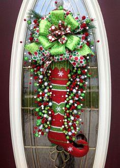 Christmas Door Wreaths, Noel Christmas, Holiday Wreaths, Christmas Projects, All Things Christmas, Winter Christmas, Holiday Crafts, Christmas Stocking, Whimsical Christmas
