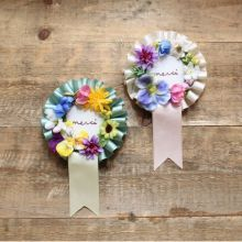 merci (Dying of cute) Diy Craft Projects, Diy And Crafts, Arts And Crafts, Paper Crafts, Fabric Flowers, Paper Flowers, Ribbon Rosettes, Paper Rosettes, Handicraft