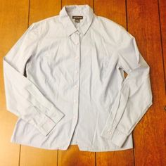 Ann Taylor fitted shirt SiE 8 ann Taylor fitted shirt. 24 inches from shoulder to waist. Light. Ann Taylor Tops Button Down Shirts