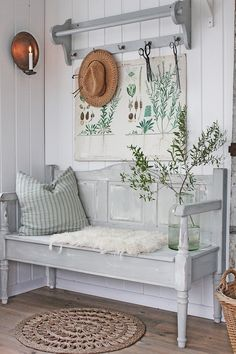 17 Coolest Hallway Furniture Ideas You can't let your hallway interior looks empty. It is recommended to design the hallway nicely using a hallway furniture. It is very easy to design the hallway because sometimes you just need to Decoration Shabby, Shabby Chic Decor, Shabby Chic Entryway, Shabby Chic Dining, Hallway Furniture, Entryway Decor, Furniture Ideas, Hallway Decorations, Entryway Bench