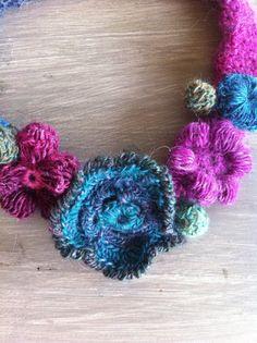 COLLIERS au crochet - Art textile, broderie, peinture, scrapbooking, carterie