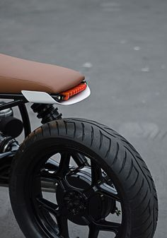 leManoosh collates trends and top notch inspiration for Industrial Designers, Graphic Designers, Architects and all creatives who love Design. Cafe Racer Parts, Cafe Racer Seat, Cafe Racer Style, Cafe Racer Build, Motorcycle Design, Bike Design, Cool Motorcycles, Vintage Motorcycles, Scrambler Motorcycle