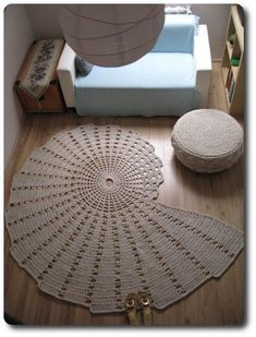 Seashell carpet: 210 x 170 cm, 1150 meters of cotton twine mm thick), weighs kilos, took 8 hours of crocheting using a 10 mm crochet hook must have for a beach house Crochet Mat, Crochet Motifs, Crochet Home, Crochet Doilies, Crochet Patterns, Free Crochet, Beige Carpet, Patterned Carpet, Harvey Furniture
