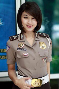 policewomen on pinterest police female police officers