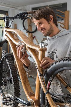 Fotografie in Poing Johannes Geyer. Fotografie in Poing The post Johannes Geyer. Fotografie in Poing appeared first on Werkstatt ideen. Wooden Bicycle, Wood Bike, New Bicycle, Velo Beach Cruiser, Velo Biking, Velo Vintage, Cycle Chic, Cargo Bike, Cycling Art
