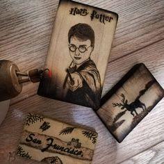 Llaveros personalizados 😍🏷️🔥✒️ #arte #pyrographyart #pirography #maderanatural #madera #artistsoninstagram #artist #Llaveros #llaverospersonalizados #customkeychains #keychain #pirograbado #pyrography #art #harrypotter #harrypotteredit #ciervo #antioquia #sanfrancisco #colombia #woodartcustom San Francisco, Harry Potter, Cover, Books, Personalised Keyrings, Deer, Natural Wood, Art, Colombia